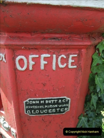 2010-06-24 Holwell, Dorset. Possibly the Worlds oldest working pillar box (3)407