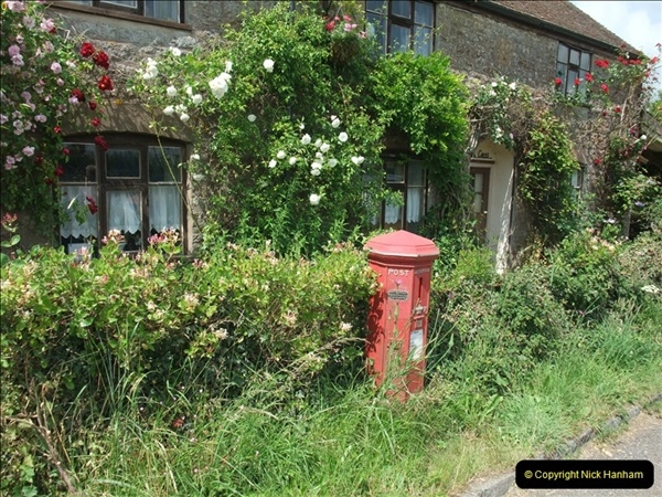 2010-06-24 Holwell, Dorset. Possibly the Worlds oldest working pillar box416