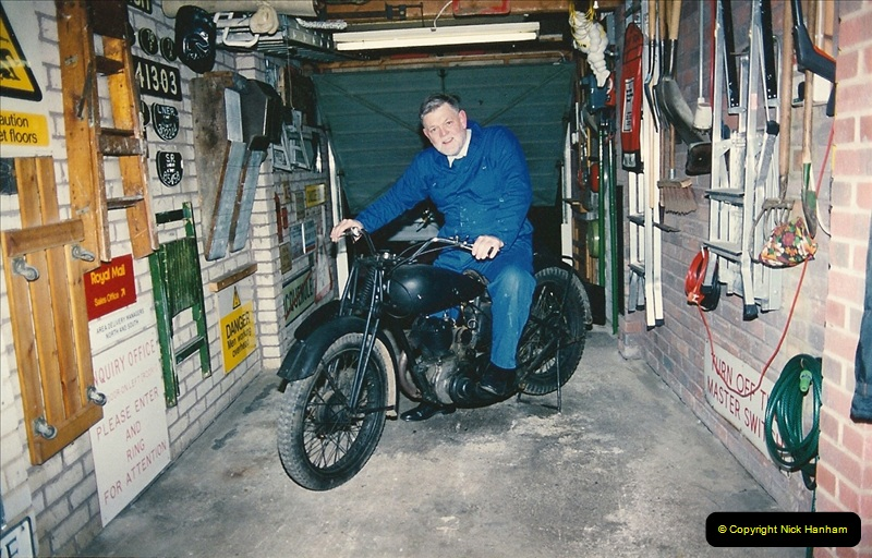 1993-11-25 A retirement restoration project. BSA 250cc 1937 machine. (2)002