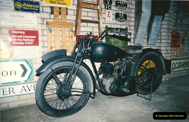 1993-11-25 A retirement restoration project. BSA 250cc 1937 machine. (6)006