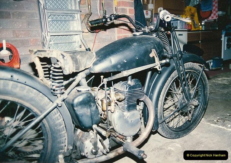1993-11-25 A retirement restoration project. BSA 250cc 1937 machine. (8)008