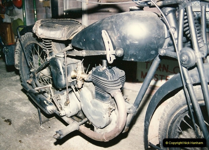 1993-11-25 A retirement restoration project. BSA 250cc 1937 machine. (5)005