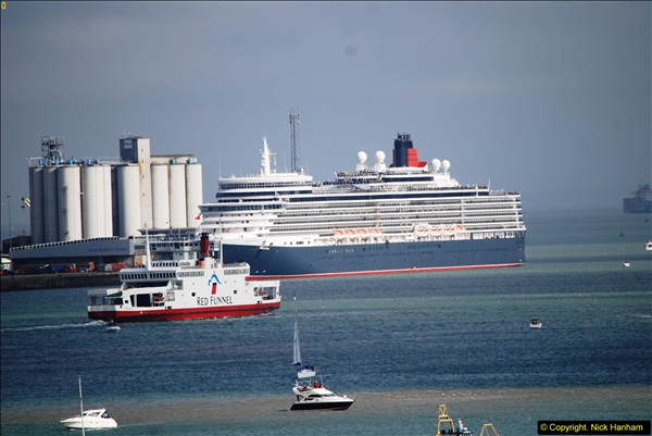 2015-05-03 Three Queens leave Southampton. (70)070