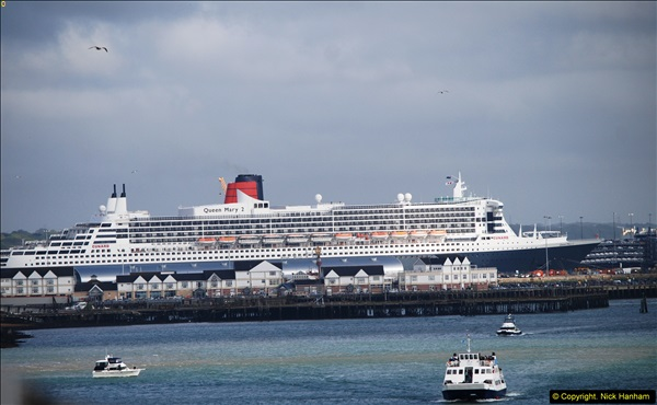 2015-05-03 Three Queens leave Southampton. (71)071