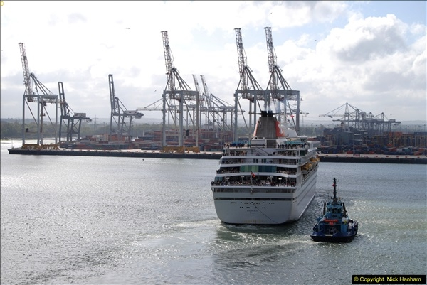 2015-05-03 Three Queens leave Southampton. (74)074