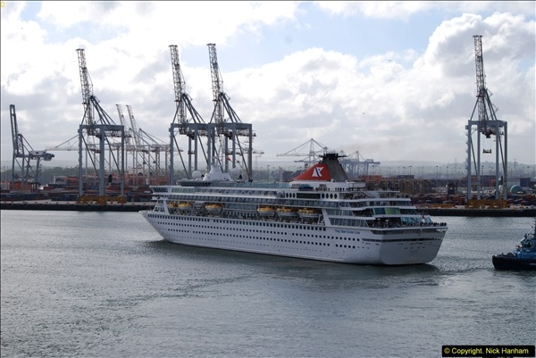 2015-05-03 Three Queens leave Southampton. (76)076
