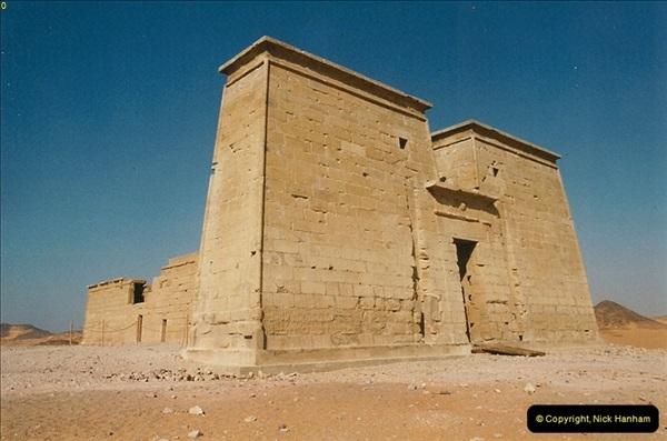 1995-07-19 At Wadi El Seboua on Lake Nasser, Nubia.  (12)031