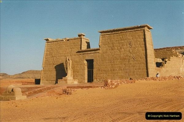 1995-07-19 At Wadi El Seboua on Lake Nasser, Nubia.  (2)021