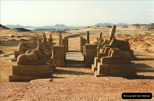 1995-07-19 At Wadi El Seboua on Lake Nasser, Nubia.  (6)025