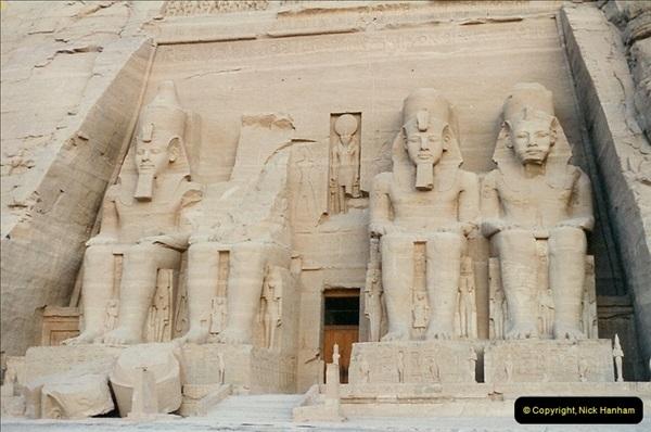 1995-07-20 Abu Simbel, Lake nasser, Nubia.  (22)072