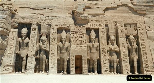 1995-07-20 Abu Simbel, Lake nasser, Nubia.  (37)087