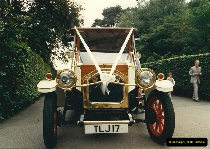 1987-08-01. Poole, Dorset.  (2)385
