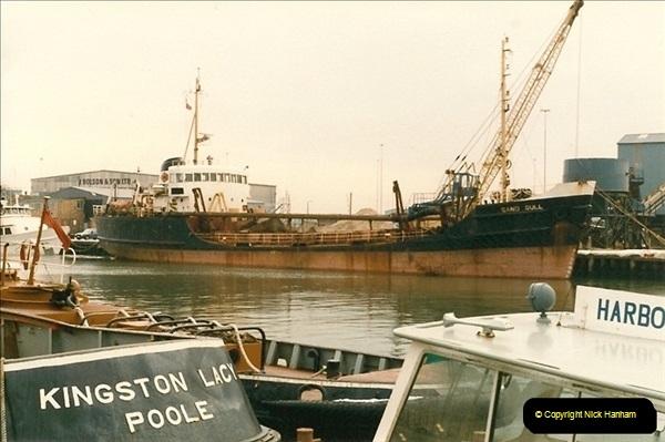 1986-02-09 Poole Quay, Dorset.  (3)126