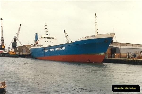 1989-01-02 Poole Quay, Dorset.  (2)157