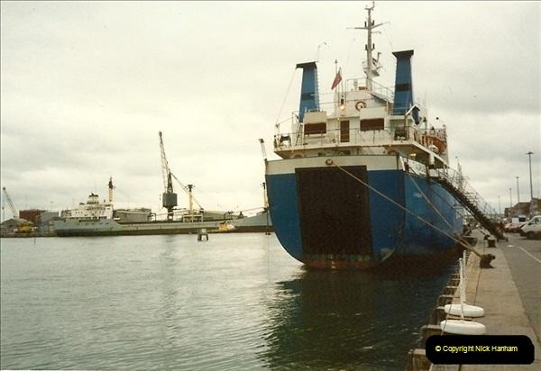 1989-01-02 Poole Quay, Dorset.  (3)158