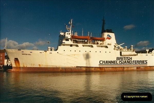 1989-02-20 Poole Quay, Dorset.  (1)160