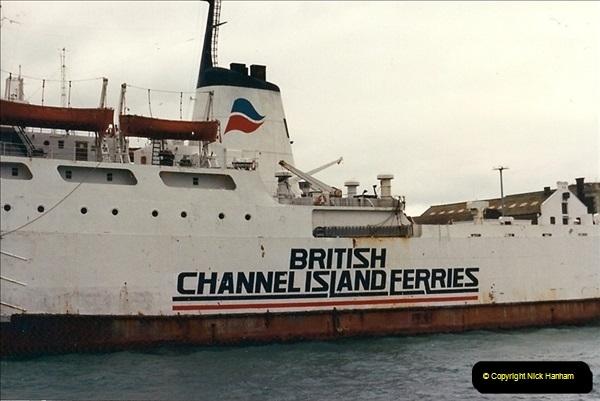 1989-02-20 Poole Quay, Dorset.  (1a)161