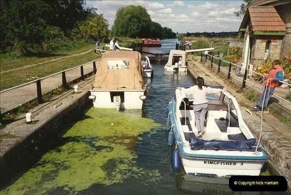 1989-10-02. Hoddesdon, Hertfordshire. (2)175