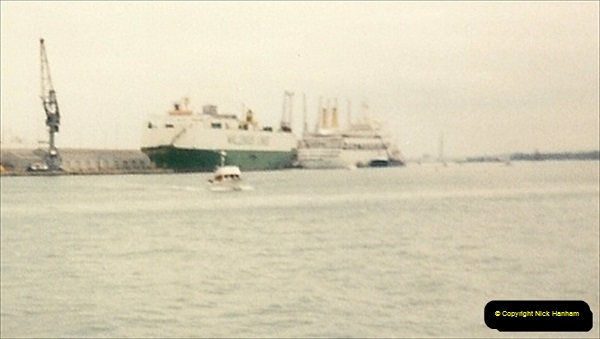 1997-10-05. A last look at the Canberra, Southampton, Hampshire.400