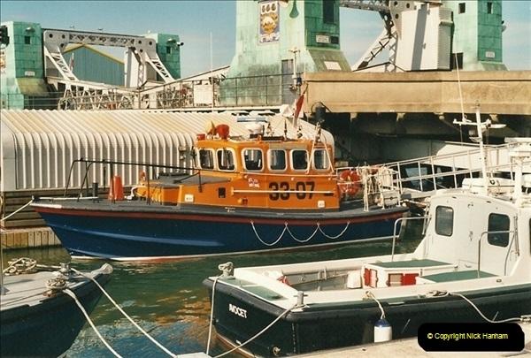 2000-09-03 Poole Quay, Dorset.  (10)504