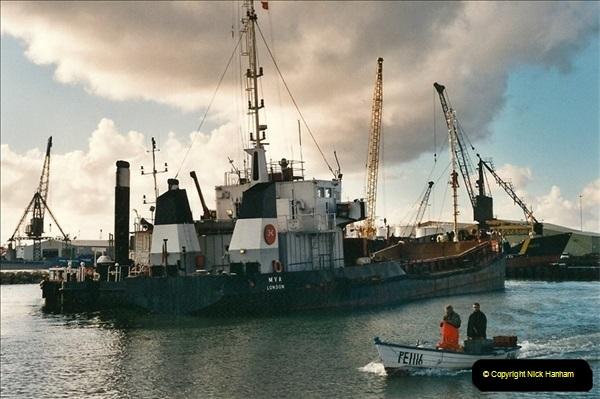 2000-11-13. Poole Quay, Dorset. (1)515