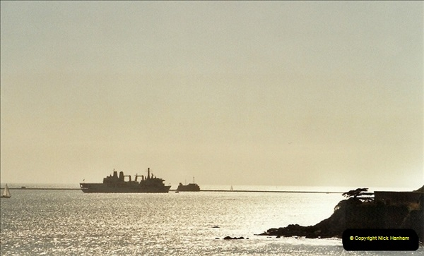 2001-09-21. Plymouth, Devon. (2)542
