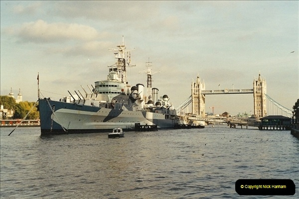 2001-11-01 HMS Belfast, River Thames, London.  (1)553