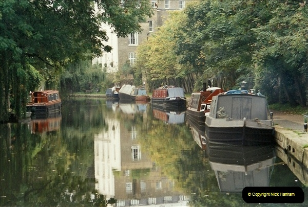 2001-11-04. The Regent Canal, Camden, London.556