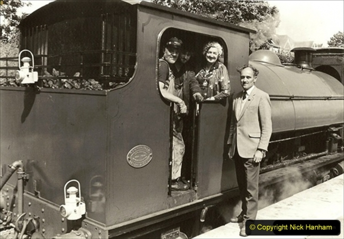 1985-08-11 the Mayoress of Swanage visits the railway. Your Host firing 21 Linda. 040