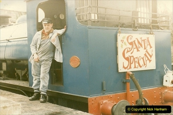 1985-12-01 Santa Specials your Host Driving 21 Linda. (1) 041