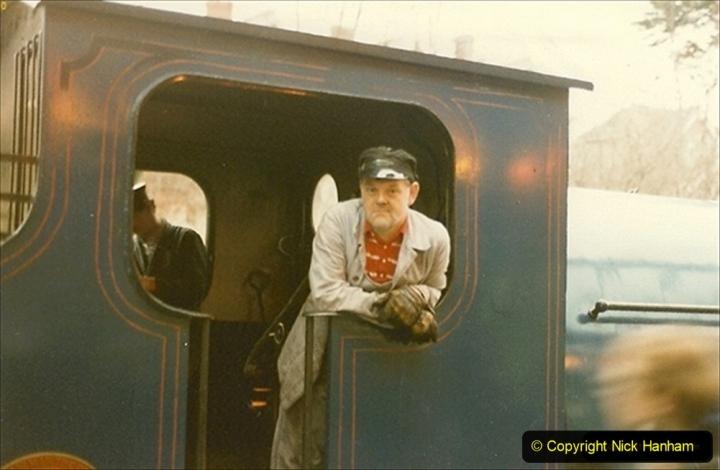 1985-12-01 Santa Specials your Host Driving 21 Linda. (4) 044