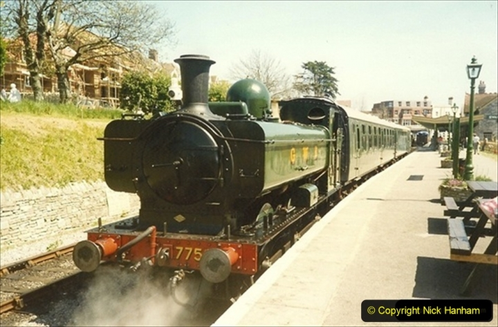1989-05-08 Your Host driving 7752 another Summer season loco.  (1) 088