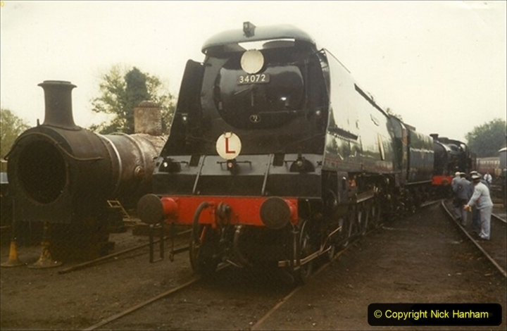 1990-10-17 Your Host and SR team visit the Bluebell Railway for driving experience on 34072.   (1) Note the 'L' plate. 128