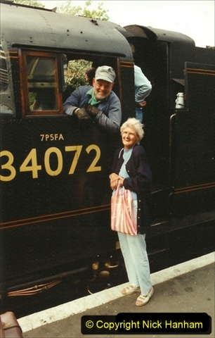 1994-08-15 Back with my favourite loco 34072 and talking to a visitor from Canada - Irene. 218