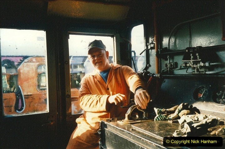 1995-09-17 Your Host driving the 08 on shunting work. 231
