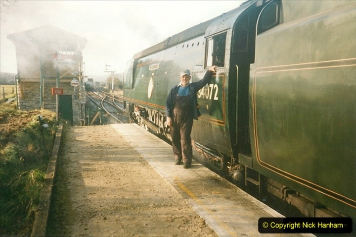 1998-11-29 Bill Alborough (TEFS Tours) hire the SR steam hauled dining train during the SR Diesel Gala. Your Host driving 34072. (2) 257