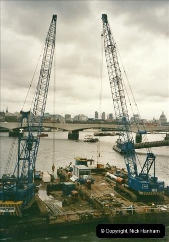 2000-04-25 Hungerford Bridge, London.072072