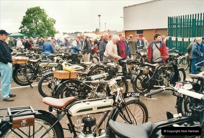 2002-06-17. The Vintage Motorcycle Club's Banbury Run, Banbury, Oxfordshire. (2)206206