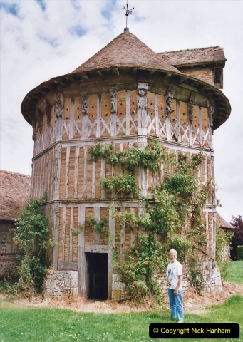 2002 July - France. (49) Launay The Dovecote. 049