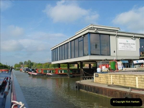 2005-05-05 On the Kennet & Avon Canal Between Bath & Trowbridge, Somerset.  (17)034