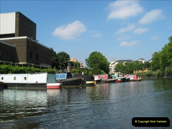 2005-07-21 The Regents Canal, Camden Town, London.  (14)088