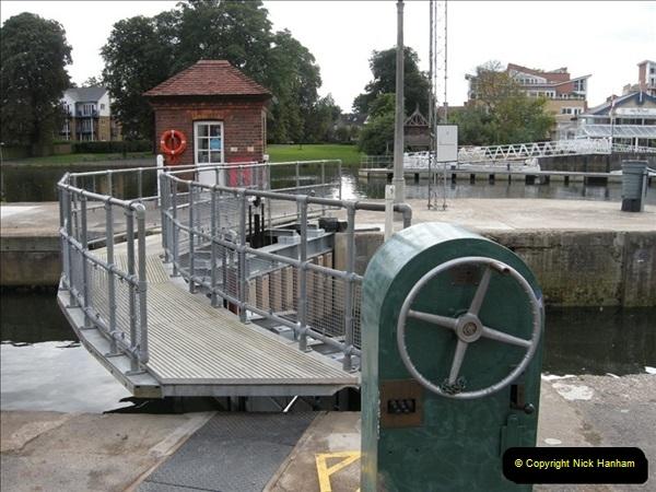 2008-08-19 Teddington Lock Plus New Gates Being Installed.  (11)574
