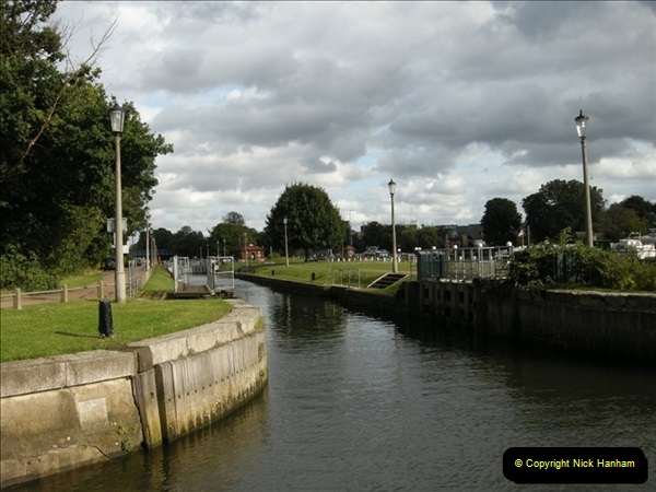 2008-08-19 Teddington Lock Plus New Gates Being Installed.  (16)579