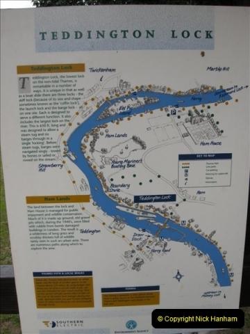 2008-08-19 Teddington Lock Plus New Gates Being Installed.  (19)582