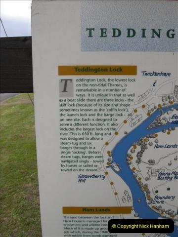 2008-08-19 Teddington Lock Plus New Gates Being Installed.  (20)583