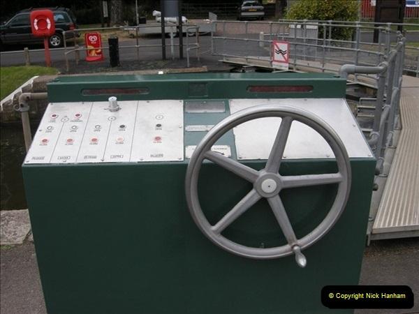 2008-08-19 Teddington Lock Plus New Gates Being Installed.  (21)584