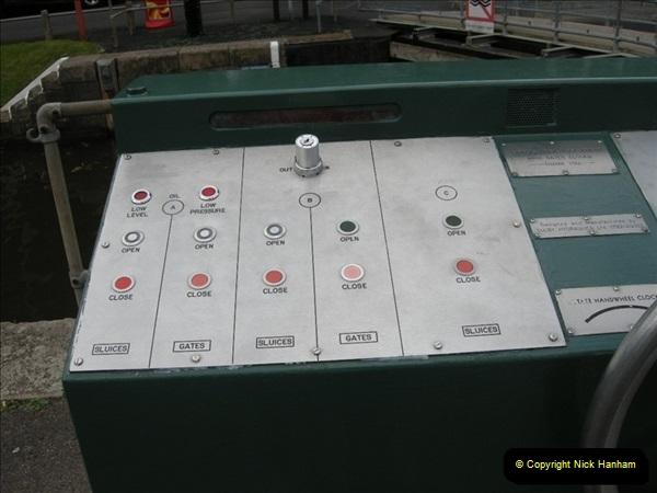 2008-08-19 Teddington Lock Plus New Gates Being Installed.  (22)585