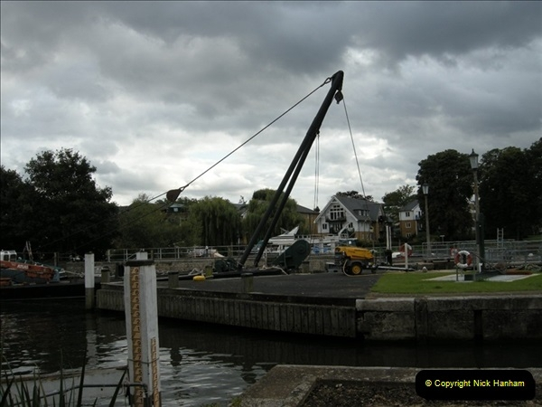 2008-08-19 Teddington Lock Plus New Gates Being Installed.  (23)586