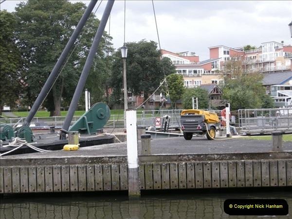2008-08-19 Teddington Lock Plus New Gates Being Installed.  (24)587