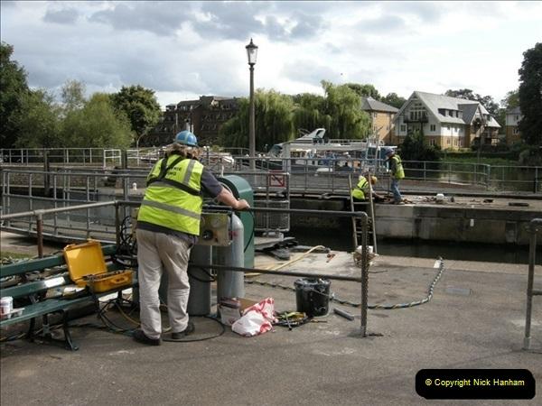 2008-08-19 Teddington Lock Plus New Gates Being Installed.  (2)565